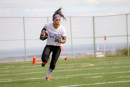 RivALZ player running in flag football